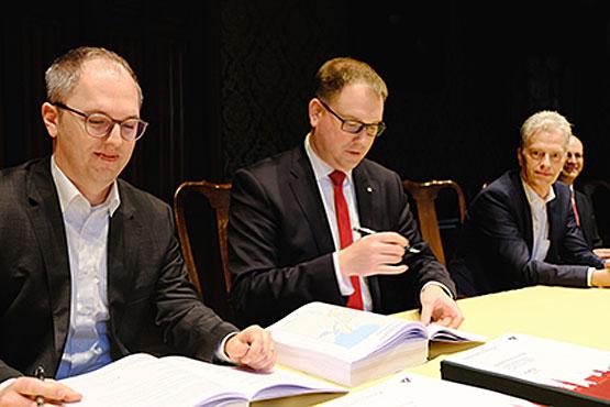 Die Unterzeichner: Dr. Jens Meier, Jan Lindenau, Jürgen Schäffner